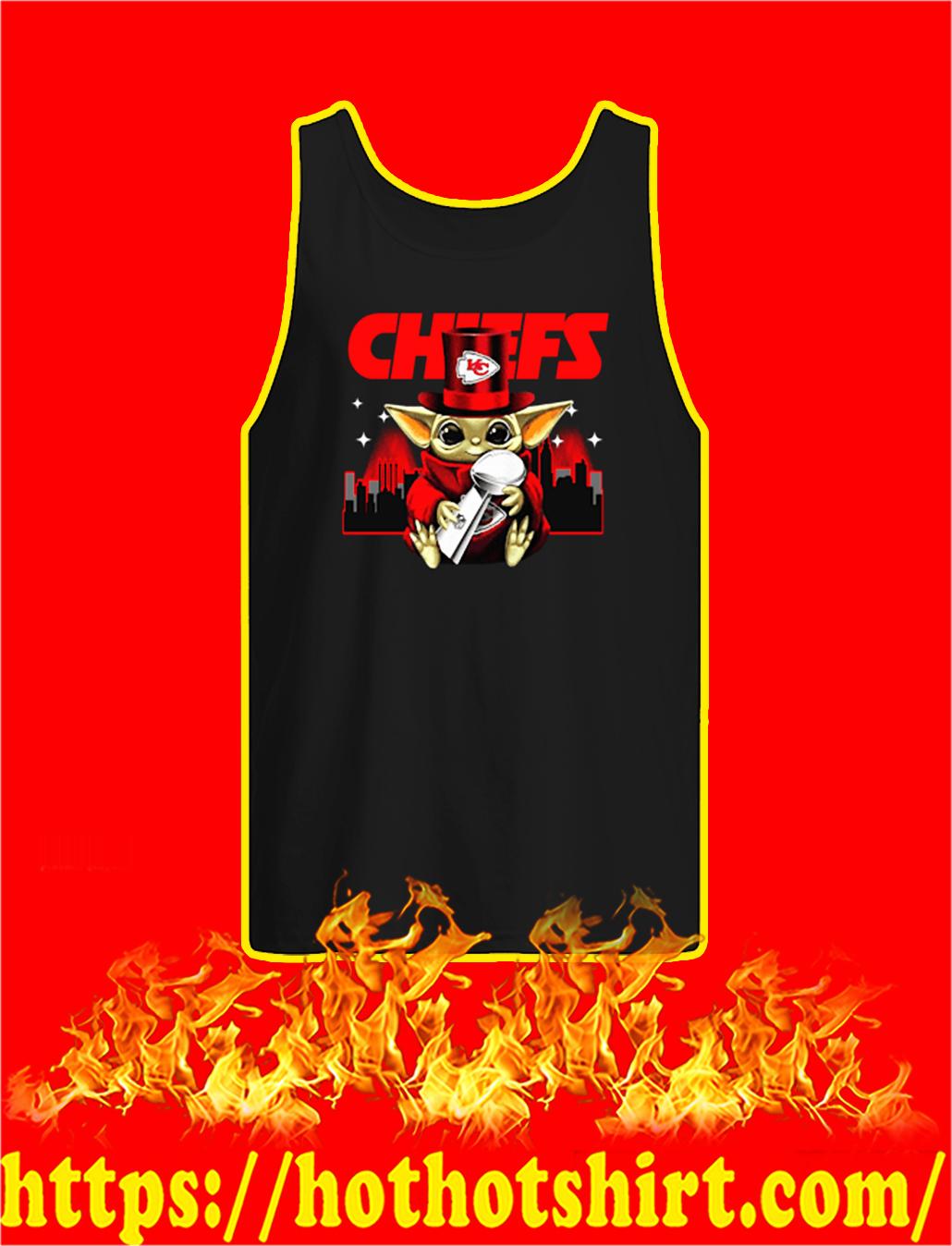 Chiefs Baby Yoda Hug Vince Lombardi Trophy tank top
